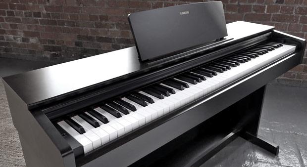 Yamaha YDP-103 keyboard
