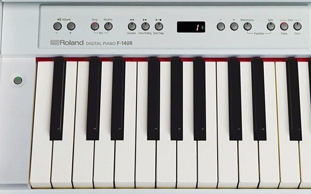 Roland F-140R controls
