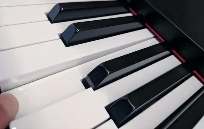 Yamaha YDP144 GHS keyboard
