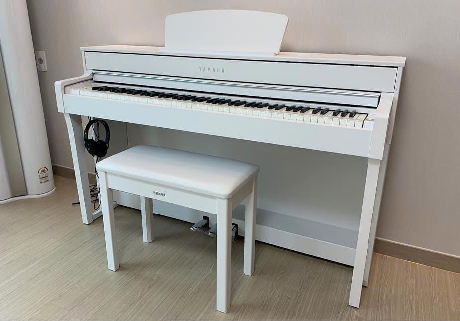 yamaha clp-635 white