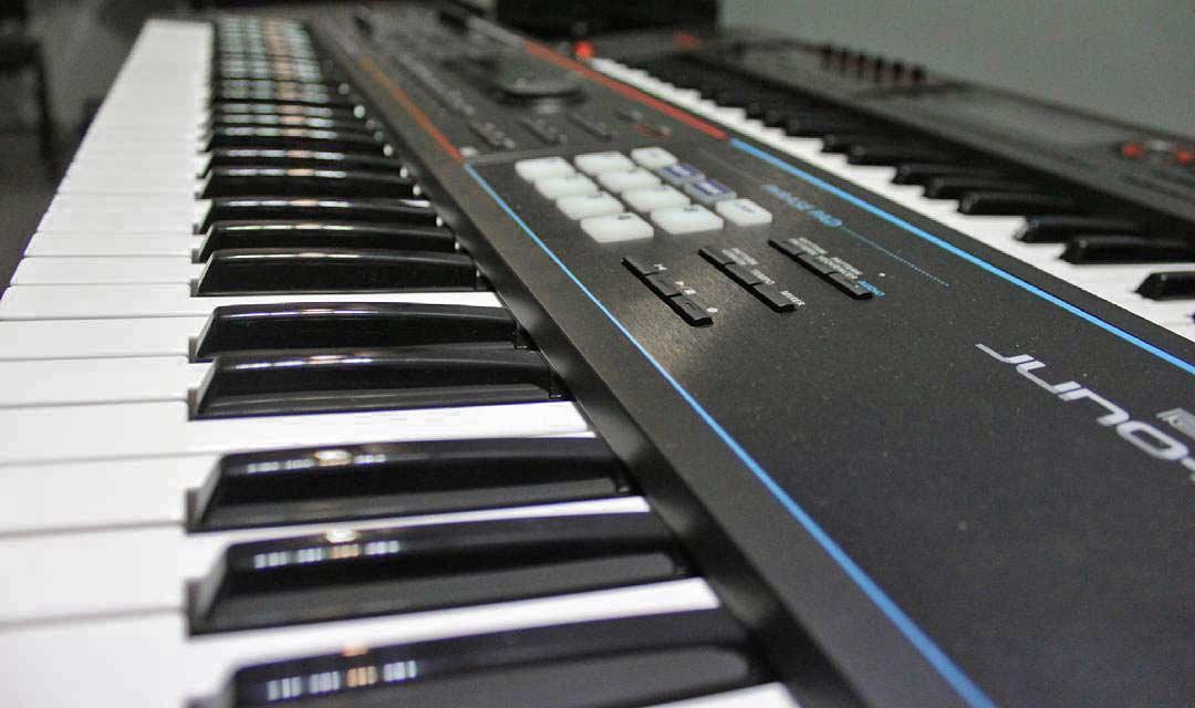 Roland JUNO-DS61 keyboard side