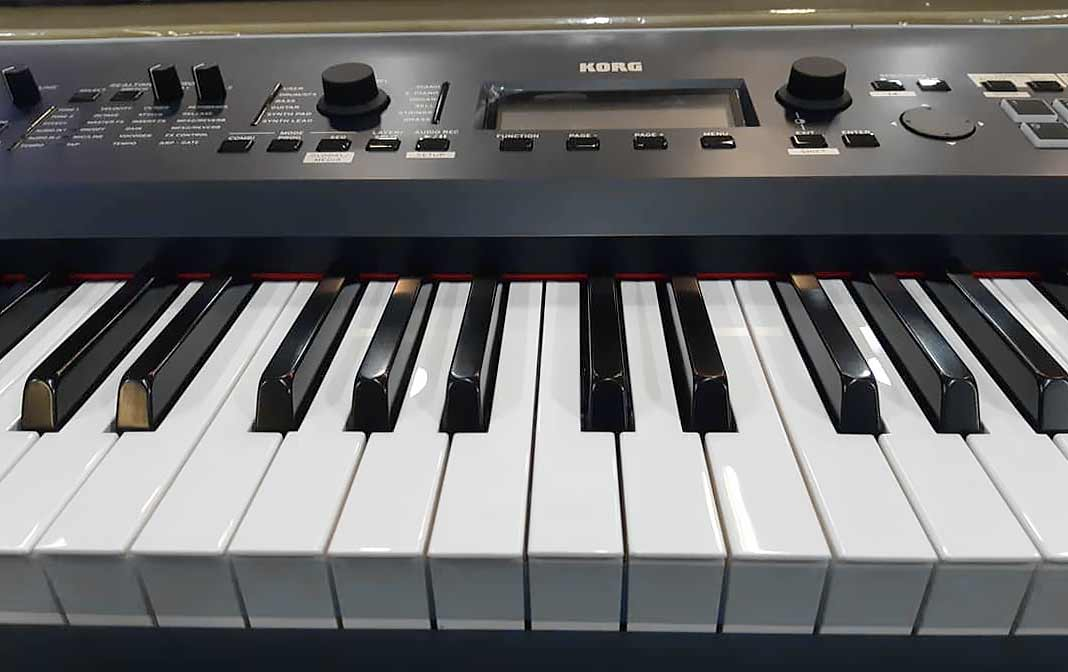 Korg Kross 2 88 MB keyboard